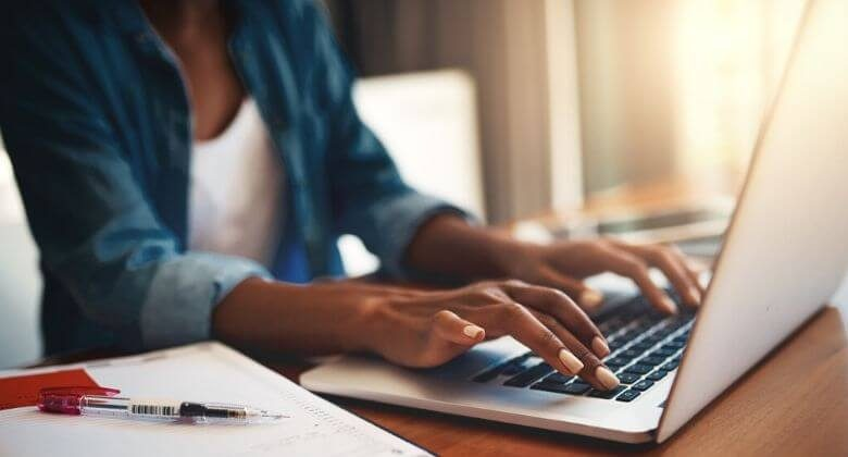What an online program offers to tech professionals to find a job